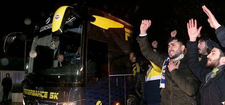 Taraftardan sert tepki! Fenerbahçe'ye protestolu karşılama
