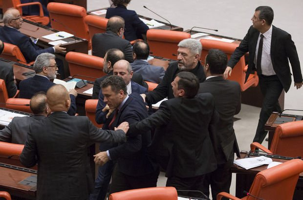 TBMM'de AK Parti ve CHP'li vekiller arasında tartışma