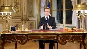 """Sarı Yelekliler protestoları: Macron, 'Zenginlerin cumhurbaşkanı değilim' konuşmasını """"altın oda""""da yaptı"""