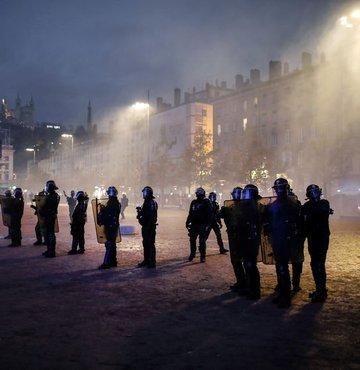 Fransız hükümetini korku sardı: Cumartesi gösteri yapmayın!