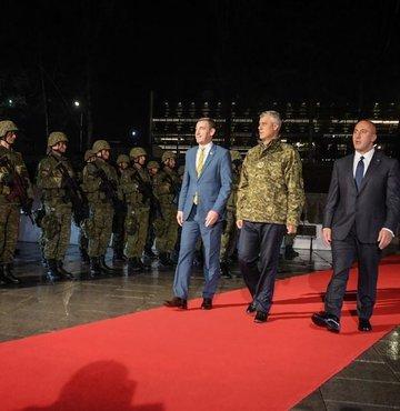 NATO ve AB karşı çıktı, Kosova devlet töreni düzenledi!