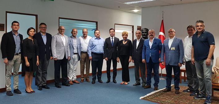 Borsa heyeti, T.C. Singapur Büyükelçisi Murat Lütem'i ziyaret etti.