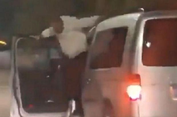 Seyir halindeki arabadan inip dans etme akını başına dert oldu