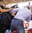 Fenerbahçe eski Başkanı Aziz Yıldırım ve Yakın Doğu Üniversitesi Başkanı IşıkEyigüngörarasında basketbol maçında gerçekleşen