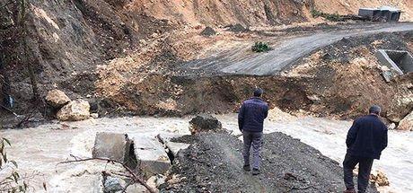 Mersin'de, menfez köprü ikinci kez çöktü