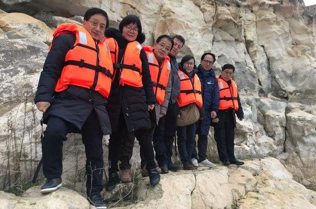 Kaya resimleri için Güney Kore'den geldiler