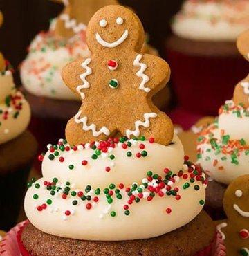 İşte yeni yıla girmeye hazırlandığımız şu günlerde size ilham verecek birbirinden yaratıcı, yılbaşı temalı kekler...