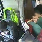 Dünya bunu konuşuyor! Halk otobüsünde striptiz yaptı!