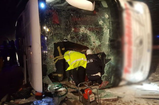 Kırşehir'de otobüs devrildi! Ölü ve yaralılar var