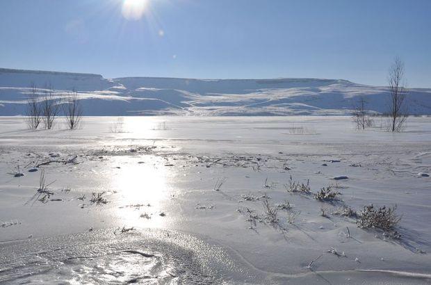 Kars'ta göl dondu