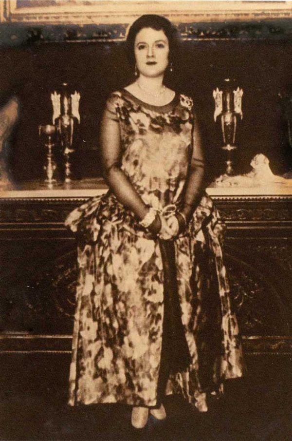 Mısır Apartmanı'nın sahiplerinden olan ve Âkif'i İstanbul'da himayesine alan Prenses Emine Halim.