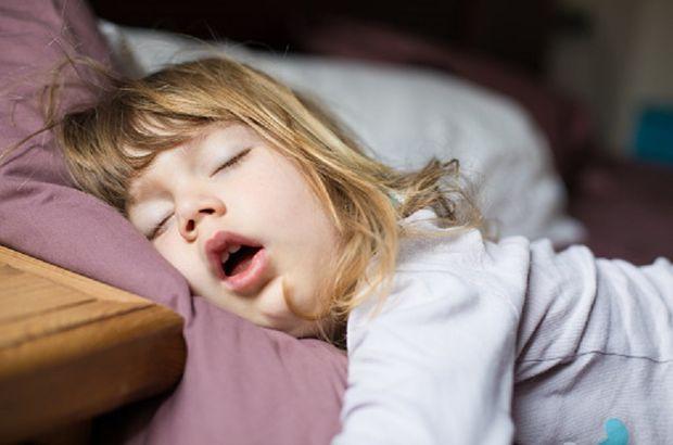 Ağzı açık uyuma