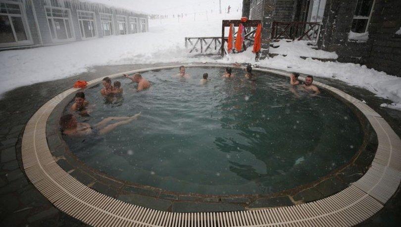 Buz gibi havada açık havuz keyfi
