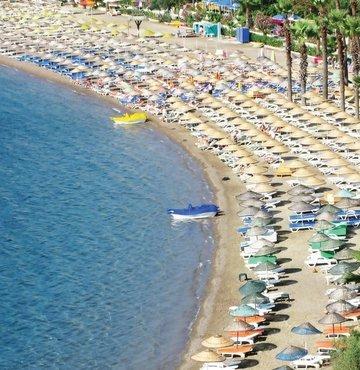 """Uluslararası danışmanlık ve denetim şirketi EY'nin """"Turizm Sektörü Değerlendirmesi"""" raporuna göre, turizm sektöründe büyüme 2017'de kaydedilen toparlanmanın ardından ivmelenerek devam ediyor. Rapora göre, turizm sektörünün Türkiye'nin gayrisafi milli hasılasına doğrudan katkısının 2018'de 36.3 milyar dolara ulaşması öngörülürken, turizm gelirlerinin ise bu yıl bir önceki yıla göre yüzde 11.3 yükseliş göstermesi bekleniyor"""