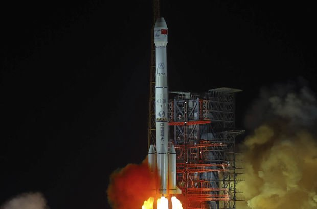 Çin'den Ay'ın yüzeyine tarihi iniş