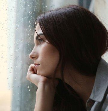 """Yeni yılda birçok kişi hayatında ya da kendinde memnun olmadığı konular hakkında yeni kararlar alıyor. Psikiyatri Uzmanı Dr. Timur Fadıl Oğuz, yeni yıl kararlarını başarıyla uygulamak isteyenlere tavsiyelerde bulunarak, """"Yeni yıl kararlarının hayata geçirilmesi için kaçınılması gereken ilk şey `yanlış umut sendromuna´ yakalanmamaktır"""" dedi"""