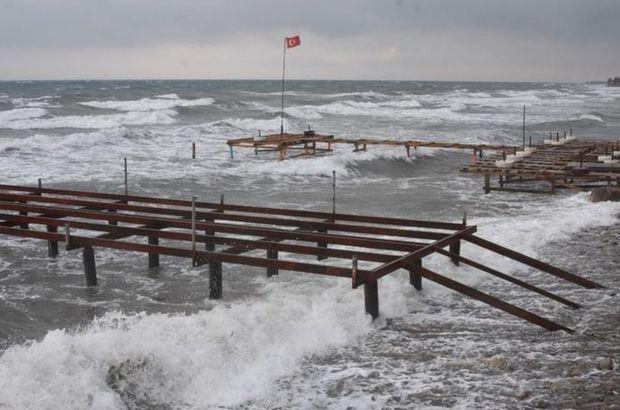 Kuzey Ege feribot seferleri fırtına