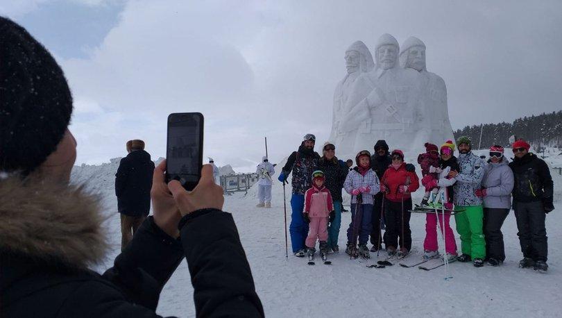 Sarıkamiş Haberleri: Şehit Mehmetçiklerin kardan heykellerine yoğun ilgi 14