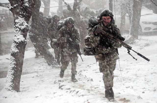 Komandolar Şırnak'ta terörist peşinde!