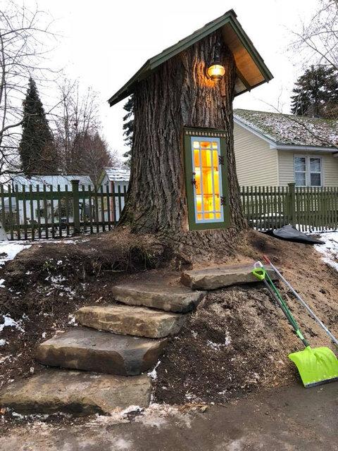 Evinin yanındaki 110 yıllık ağaç ile akla gelmeyen bir işe imza attı