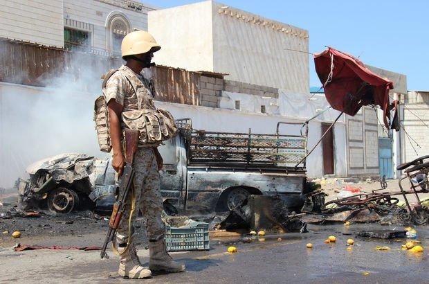 Yemen'de askeri geçit törenine saldırı: Ölüler var!