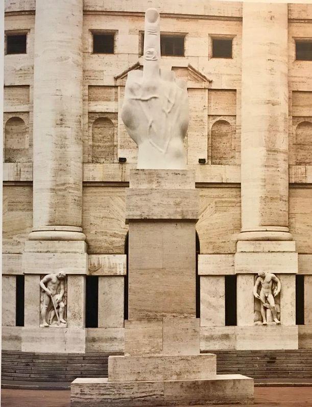 Maurizio Cattelan, Piazza degli Affari-Milano, 'Aşk'