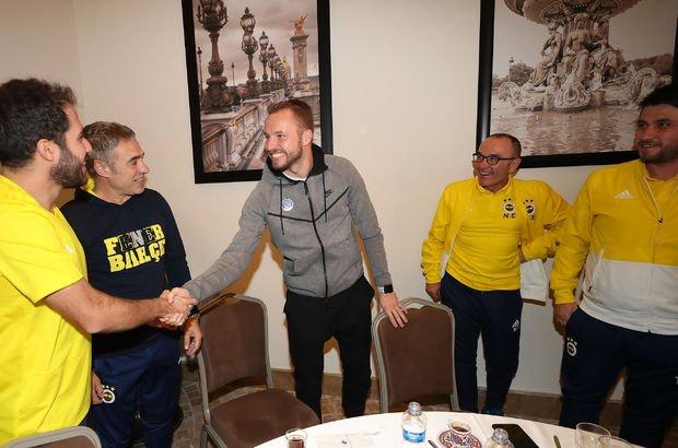 Kadlec, Fenerbahçe kampını ziyaret etti