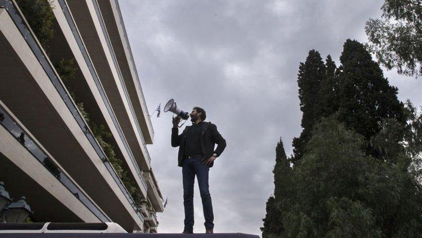 Yunanistan'da televizyon kanalına işgal