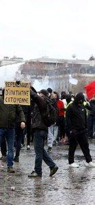 Paris'teki gösterilerde 167 gözaltı