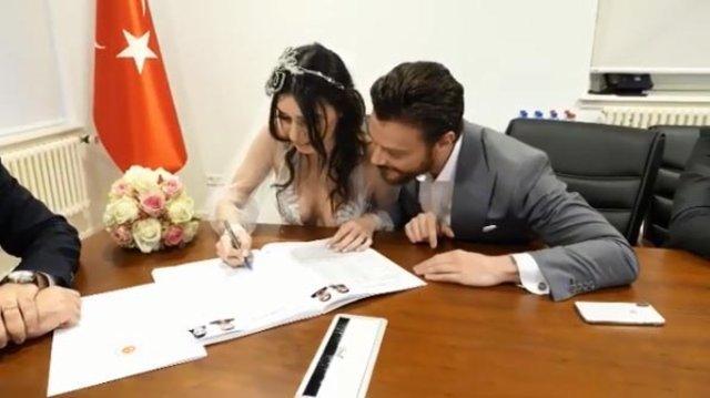 Sinan Akçıl ile Burcu Kıratlı'dan aşk pozları - Magazin haberleri