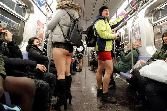 Metroya iç çamaşırlarıyla bindiler! İşte işin aslı