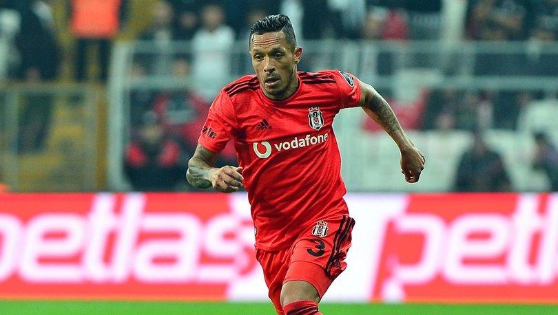 Santos, Adriano'nun peşinde