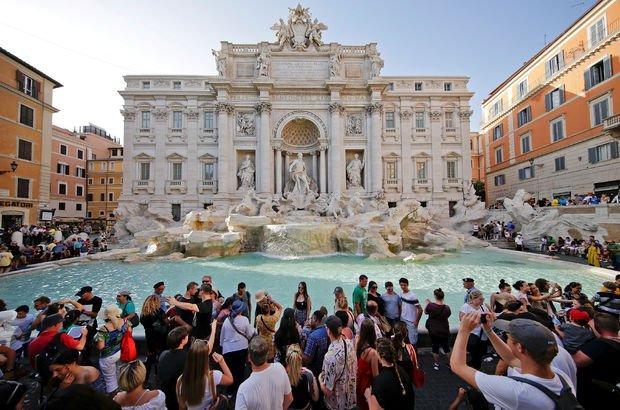 İtalya'nın ünlü 'Aşk Çeşmesi'ndeki paralar tartışma yarattı!