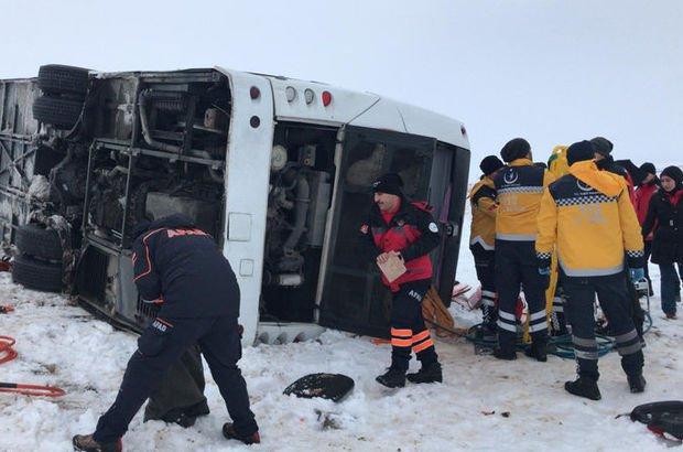 Sivas'ta yolcu otobüsü devrildi! Yaralılar var