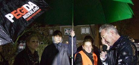 Hollanda'da cami önünde provokatif gösteri