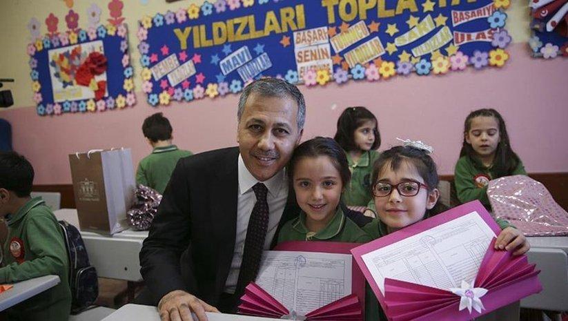 İstanbul'da 2 milyon 741 bin öğrenci karne aldı