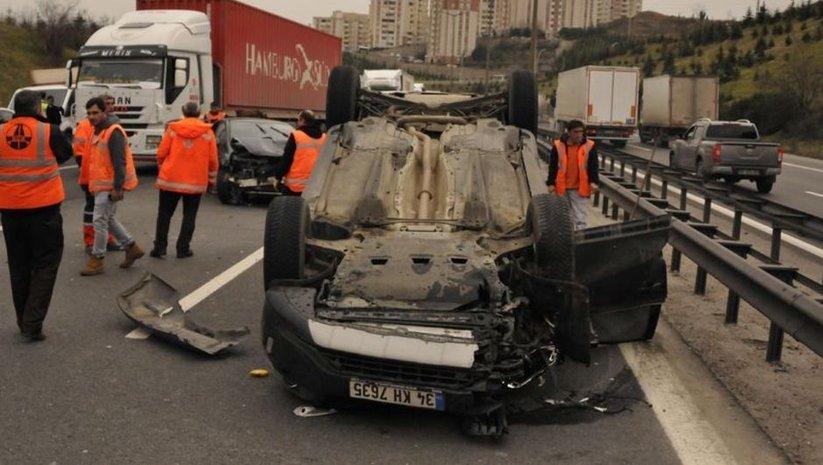 TEM'de kaza! İstanbul yönü ulaşıma kapandı