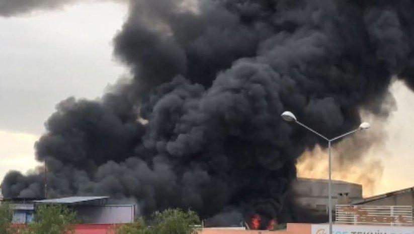 İzmir'de fabrikada büyük yangın