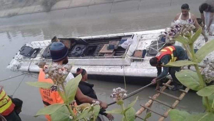 Pakistanda Otobüs Ve Petrol Tankeri çarpıştı 17 ölü Son Dakika