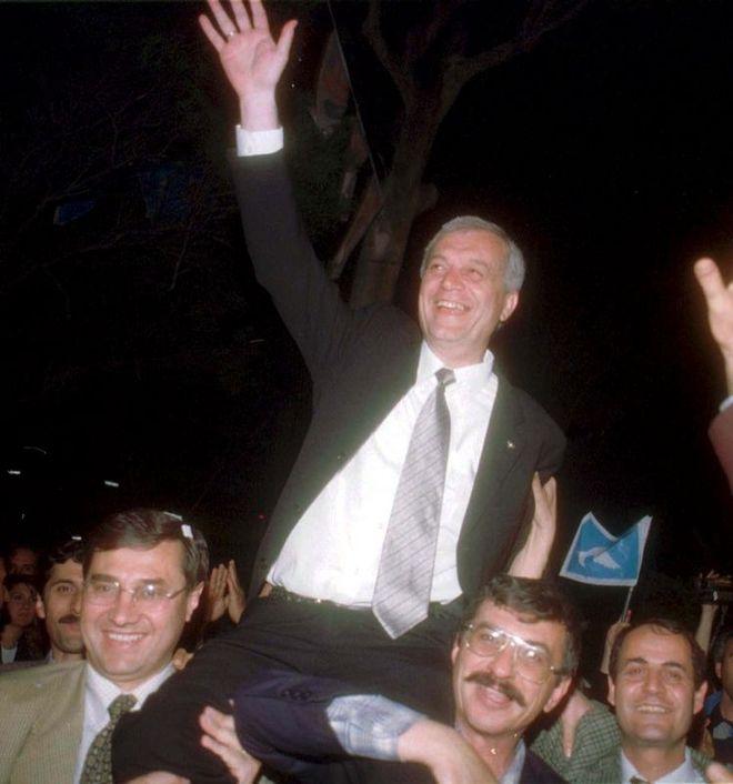 Ahmet Piriştina 1999-2004 yılları arasından İzmir Büyükşehir Belediye Başkanlığı görevini sürdürdü.