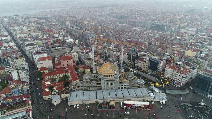 Çalışmalar süren Taksim Camiinde alem yerleştirildi 81