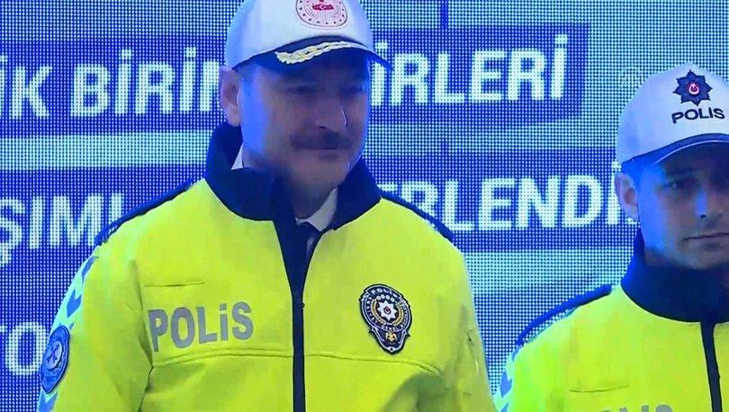 2f9fd351aedd9 Bakan Soylu, toplantıda trafik polislerinin yeni kıyafetlerini de tanıttı.  Soylu, yaya öncelikli trafik projesiyle ilgili,