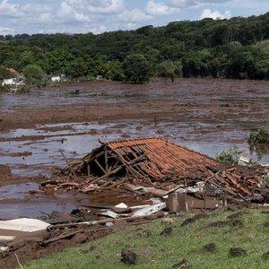 BREZİLYA'DA BARAJ ÇÖKTÜ: 300 KİŞİDEN HABER ALINAMIYOR
