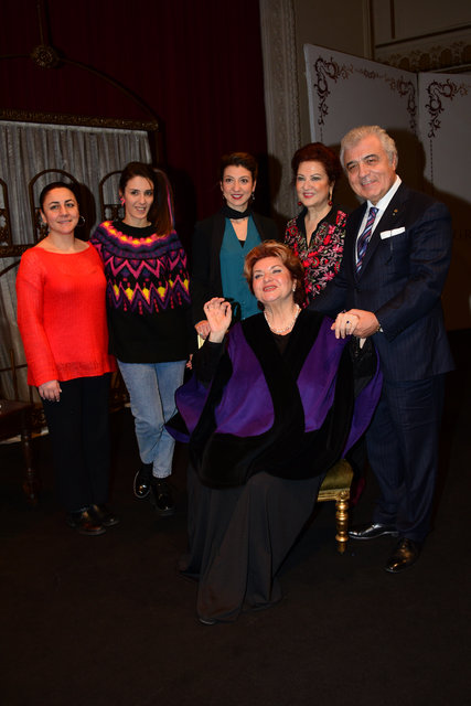 Tiyatro sanatçısı Dilek Türker için özel hediye