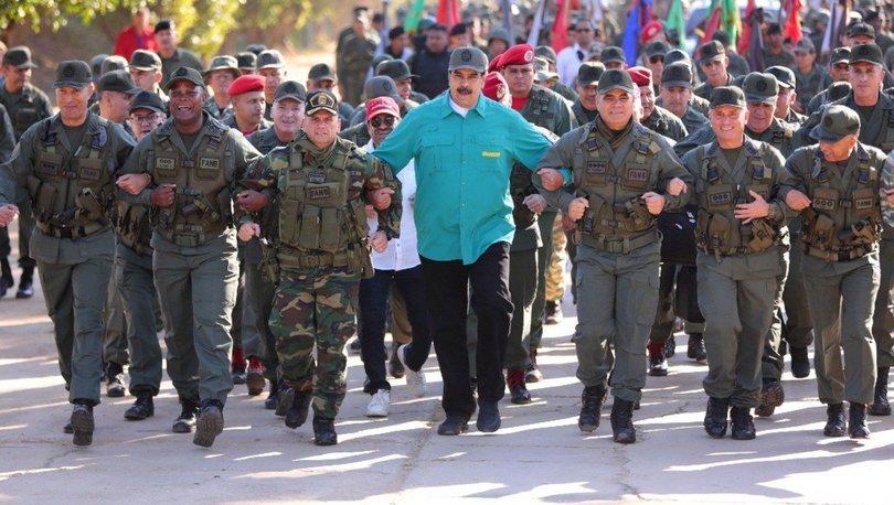 Maduro askerlerle birlikte koştu!