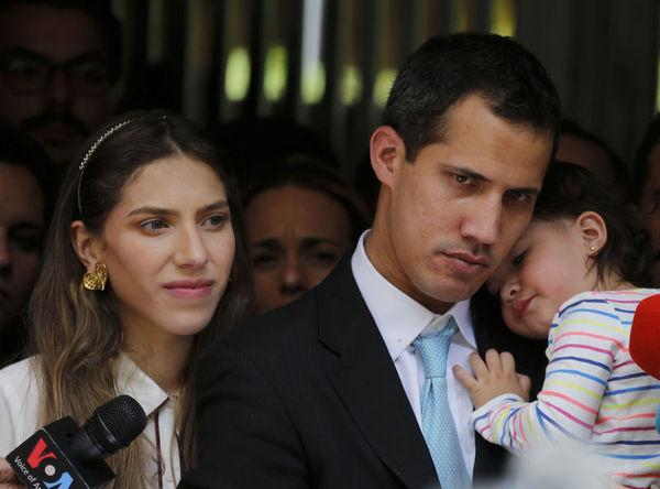 Juan Guaido, eşi Fabiana Rosales ve 20 aylık kızı Miranda.