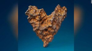 Kalp şeklindeki meteor 14 Şubat'ta satılacak