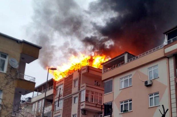 Avcılar'da dubleks ev yandı