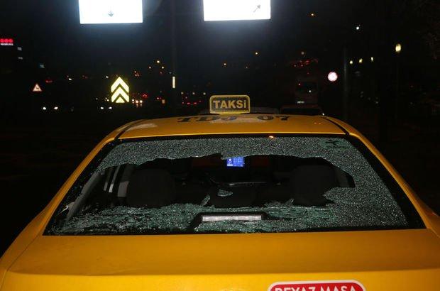 Otopark görevlisi otomobiliin camını yumruklayarak kırdı