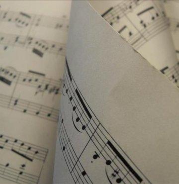 Efsane şarkının söz yazarı hayatını kaybetti